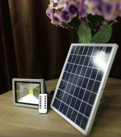 solar floodlight 20 watt white